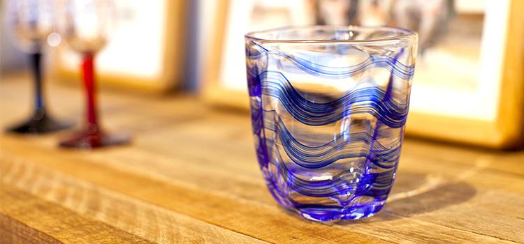 ガラス は 何で でき て いる